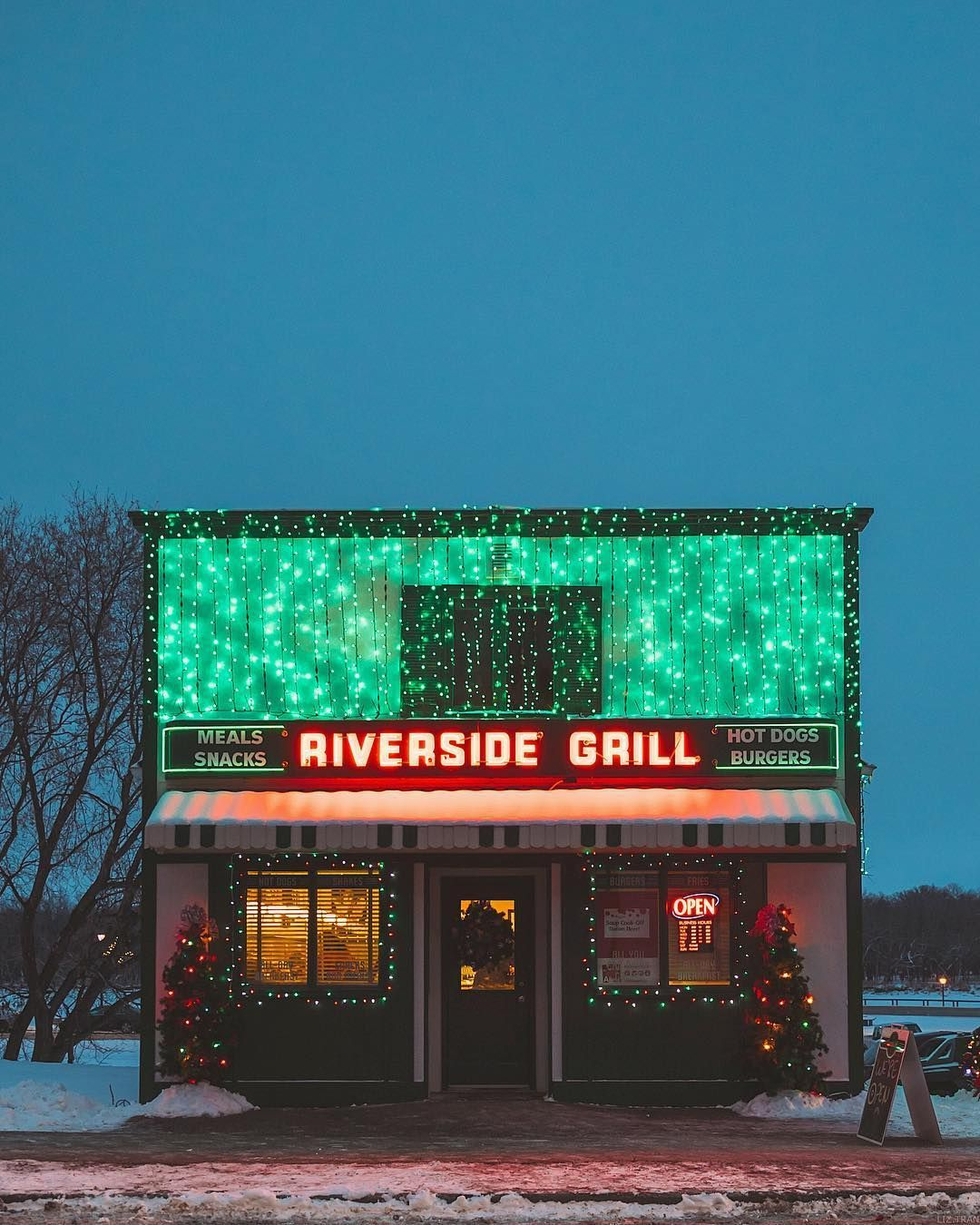 A Cozy Restaurant In Selkirk Manitoba Dressed Up For The Holidays