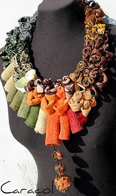 Necklace |  Caracol - Invenzionicreative.  Fabric necklace
