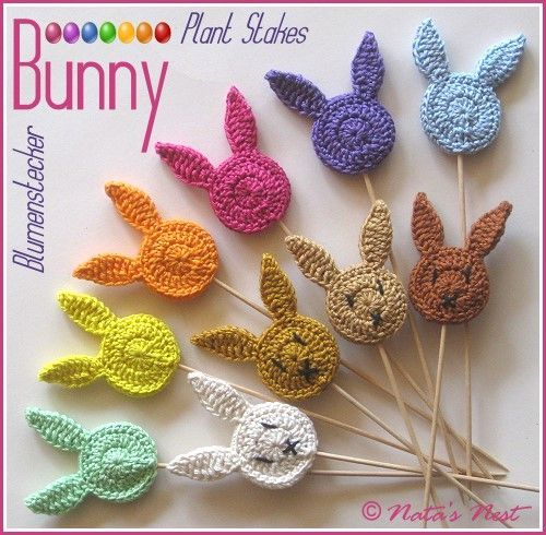 Easter Bunny (Plant) Stakes - Free Crochet Pattern / Osterhasen Blumenstecker - Kostenlose Häkelanleitung (Natas Nest) #eastercrochetpatterns