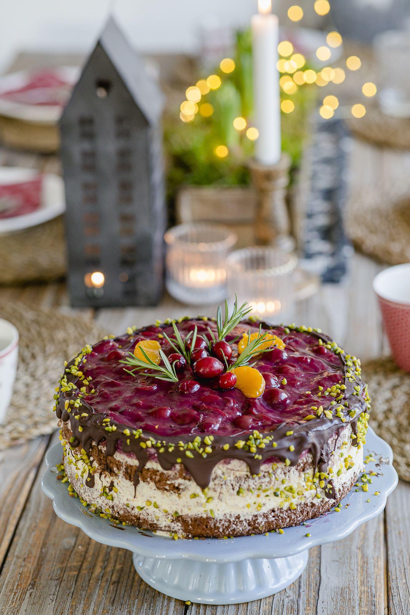 Leckerste Weihnachtstorte mit Glühweinkirschen • Pomponetti