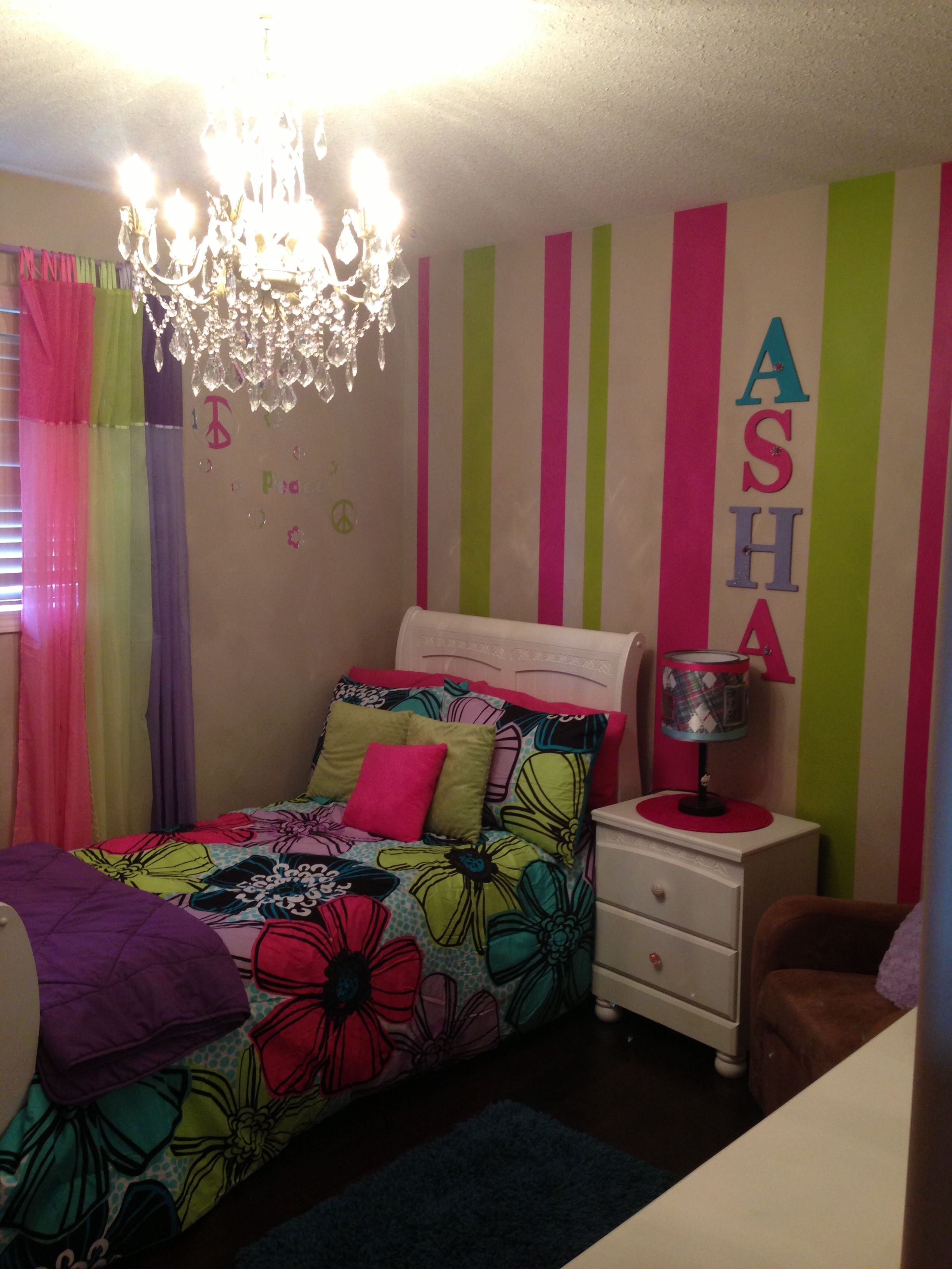 vertical stripes and name on the wall Girls bedroom