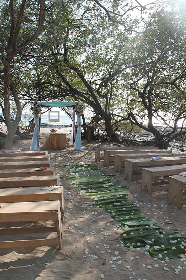 Natural pathway with rustic elements for your wedding. For more ideas and information visit us at www.costaricaparadisewedding.com #beachceremony #beachwedding