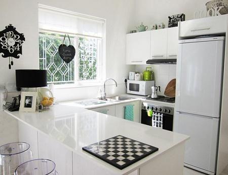 Cocina pequeña blanca   Decoración cocinas salas   Pinterest ...