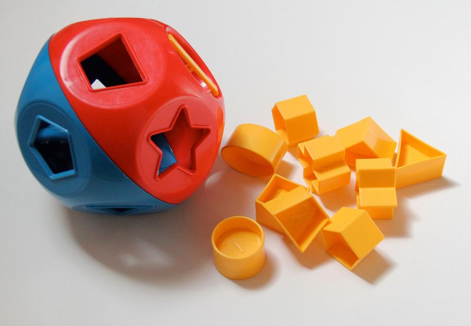 Vintage Tupperware Toys Shape-O shape sorter plastic ball