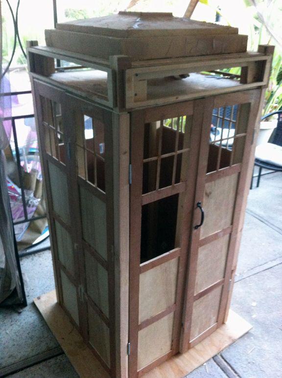 TARDIS Cabinet - DIY Doctor Who | Tardis bookshelf, Diy ...