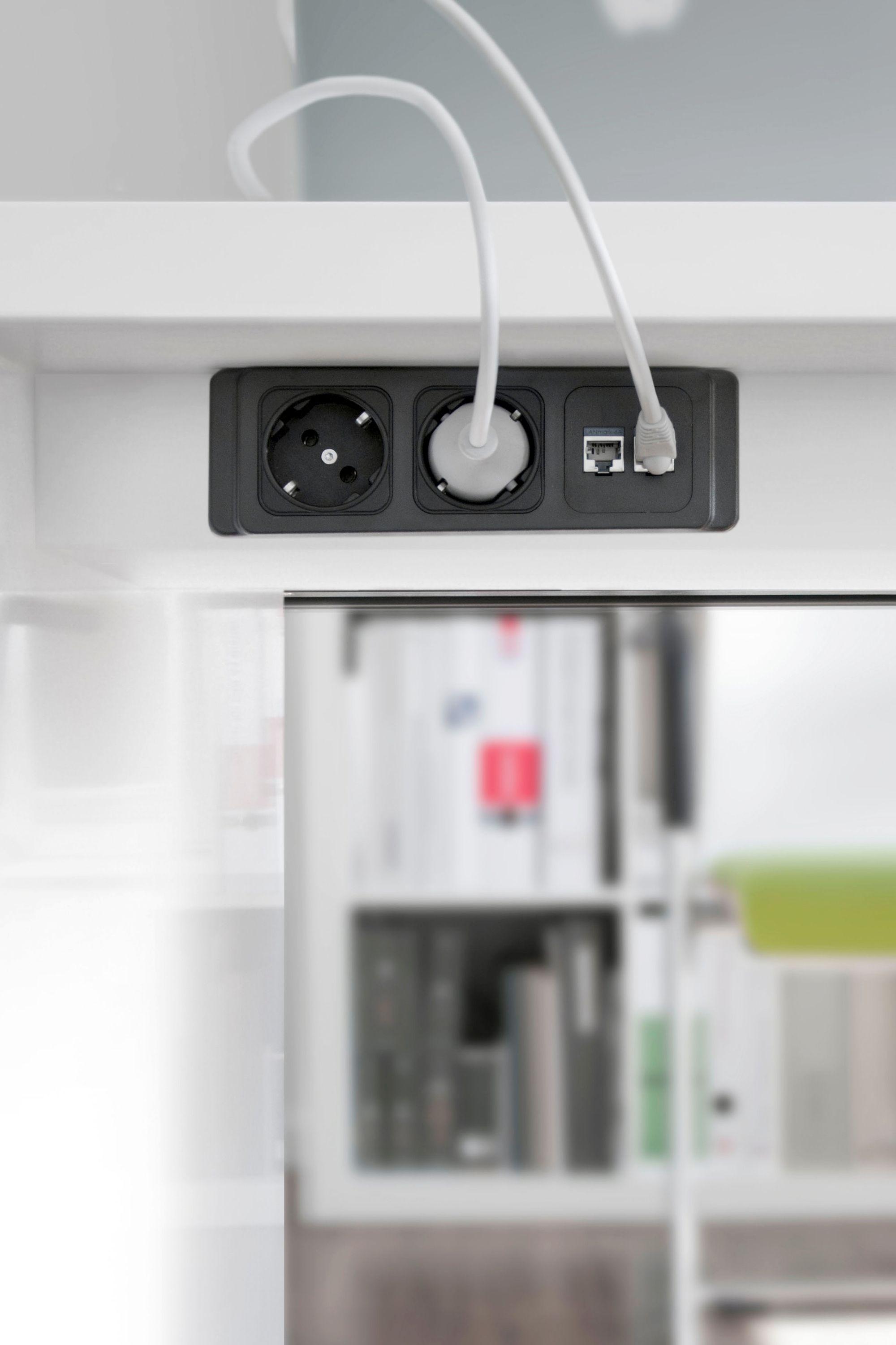 Einbausteckdose Mit Rahmen In 2 Bis 4 Facher Ausfuhrung Steckdosenleiste Brustungskanal Steckdosen