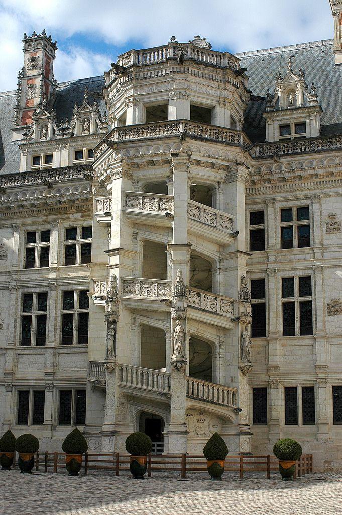 Le Grand Escalier Du Chateau De Blois Chateau De Blois Chateau