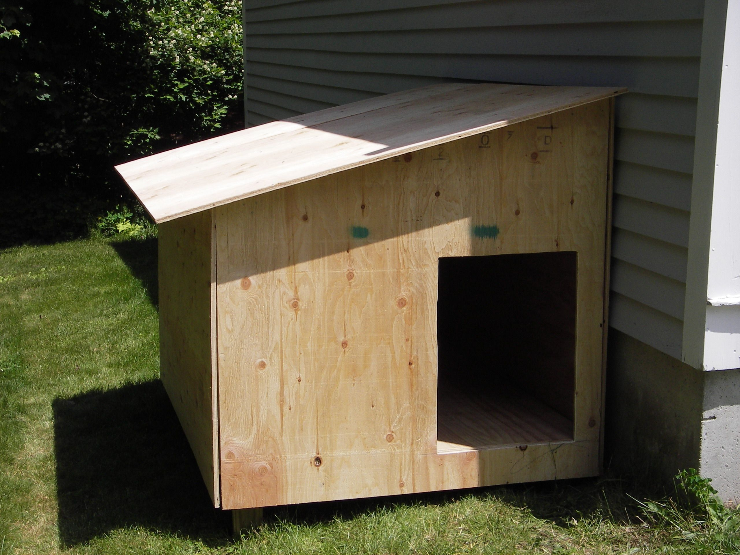 17 Best ideas about Wooden Dog House on Pinterest Dog houses