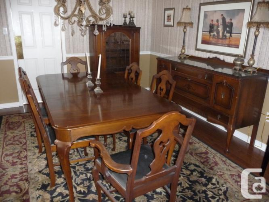 Antique GIBBARD Dining Room Set In Burlington Ontario For Trade