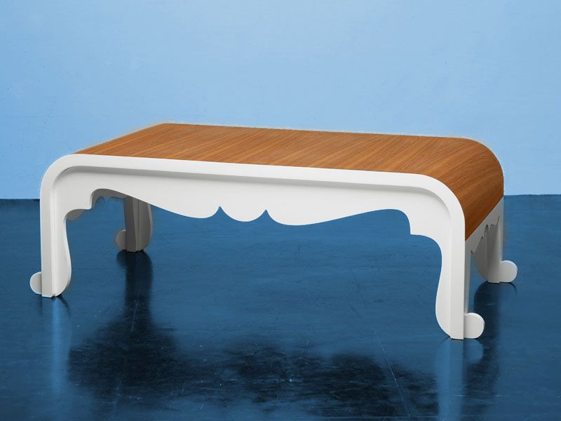 Tavolino da caffè – In Love | Marco De Masi Le forme del tavolino da caffè uniscono semplicità e linearità con curve più morbide e classiche. Il risultato è la fusione originale di due stili estremi, il classico ed il moderno.