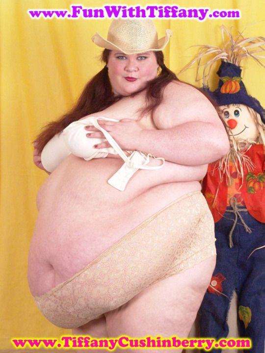 Chubby mature big tit brunette