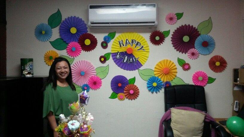 Abanicos flores jardin en oficina decoracion oficina for Decoracion cubiculo oficina