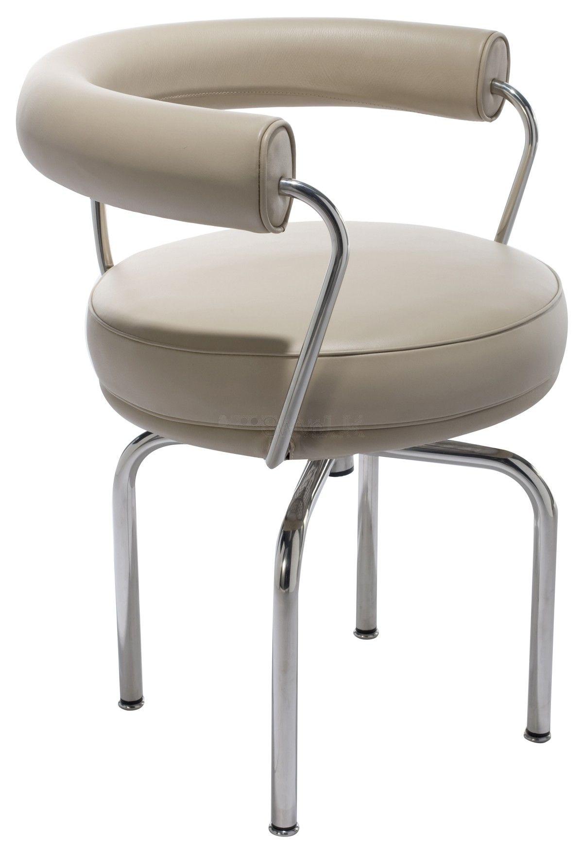 le corbusier dessina cette chaise pivotante lc7 en 1929 pour charlotte perriand a l instar de ses creations destinees au salon d automne de paris