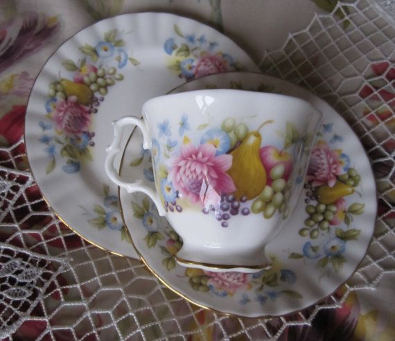 Royal Albert hueso china Copa vela del té. por SwanCardsAndCandles