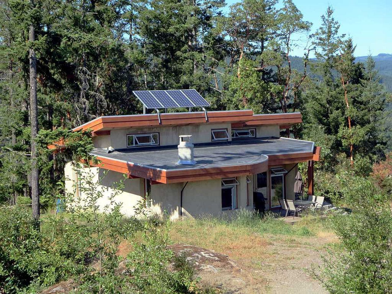 An offgrid cob retreat on a private bluff off grid