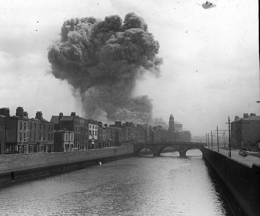 Explosions At The Four Courts During The Battle Of Dublin Irish Civil War C 1922 Ireland History Irish History History Pictures