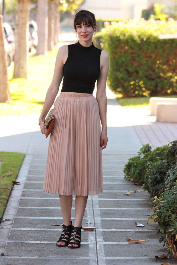 4e455a386 Blush midi skirt, black crop top, leopard clutch | Fashion in 2019 ...
