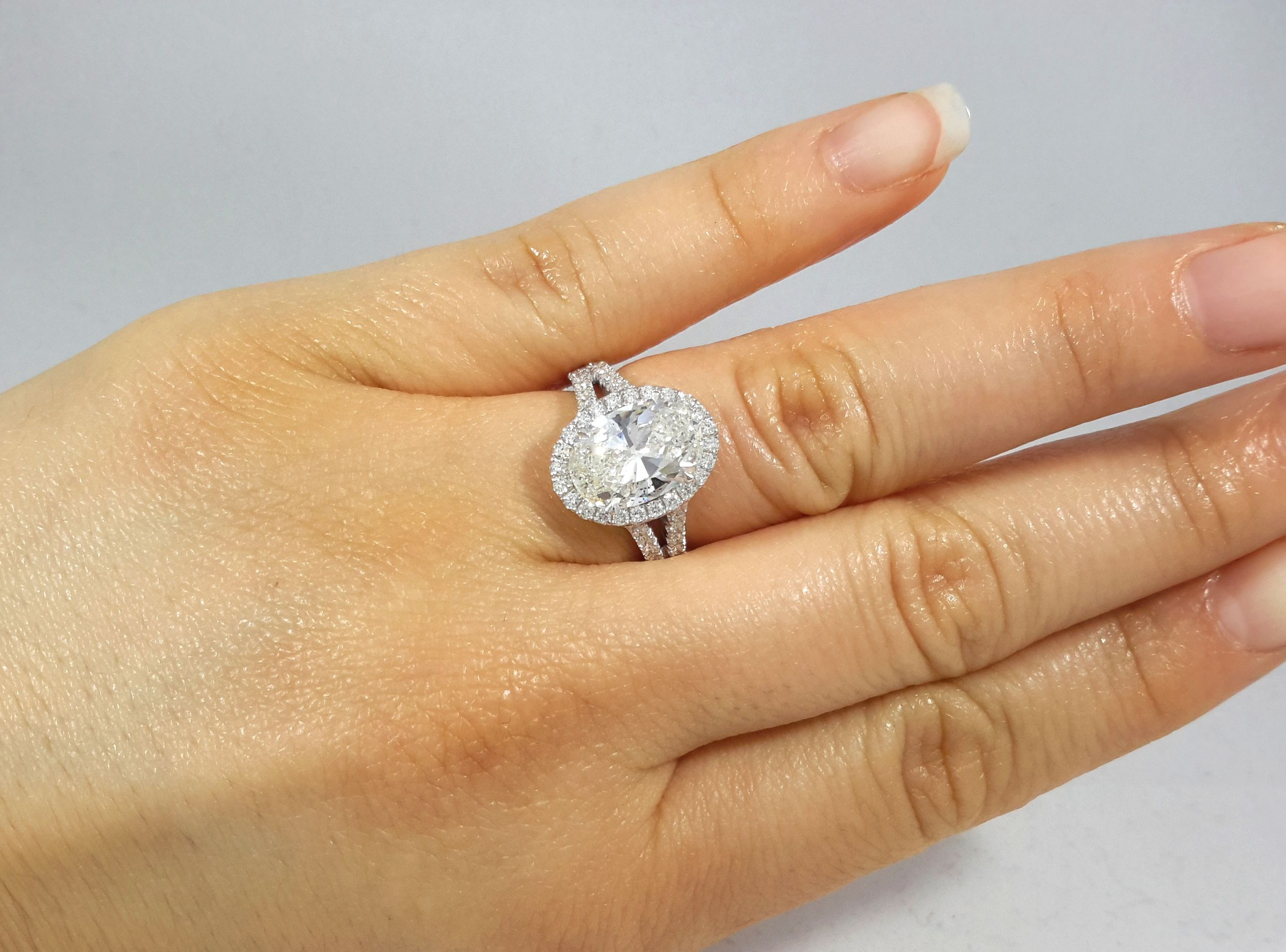 Gorgeous custommade tcw diamond halo engagement ring halo