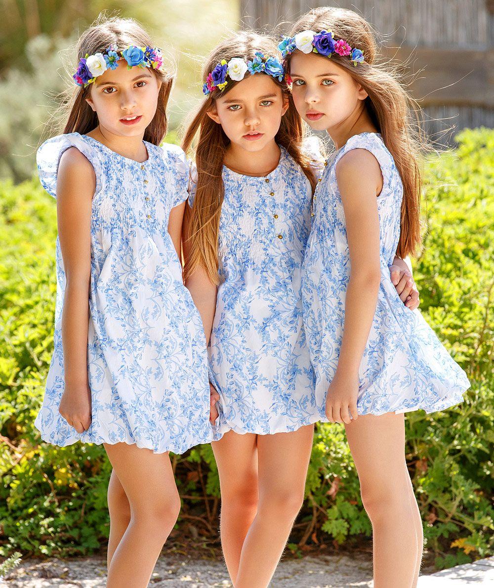 白いパンツの10代女子中学生がこんな態勢でマンコを撮られる画像