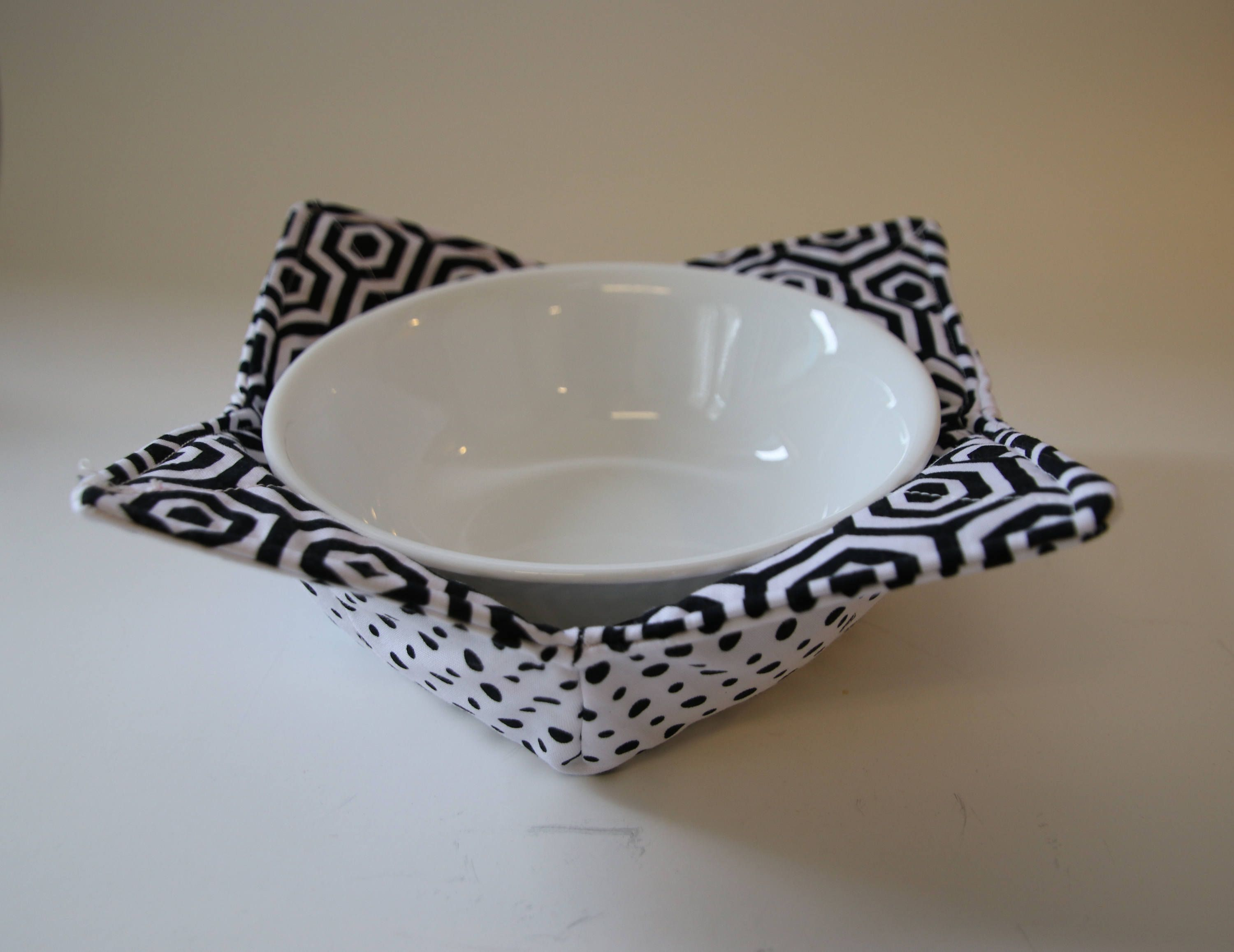 Mosaic Black and White Insulated Bowl Cozy