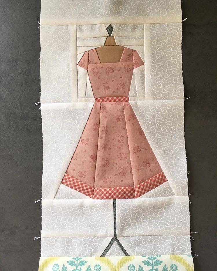 Heike Schneider On Instagram Three Corners Done Quilt Reproductionfabrics Civilwarquilt Broderieperse Shiraleestitche Civil War Quilt Quilts Applique