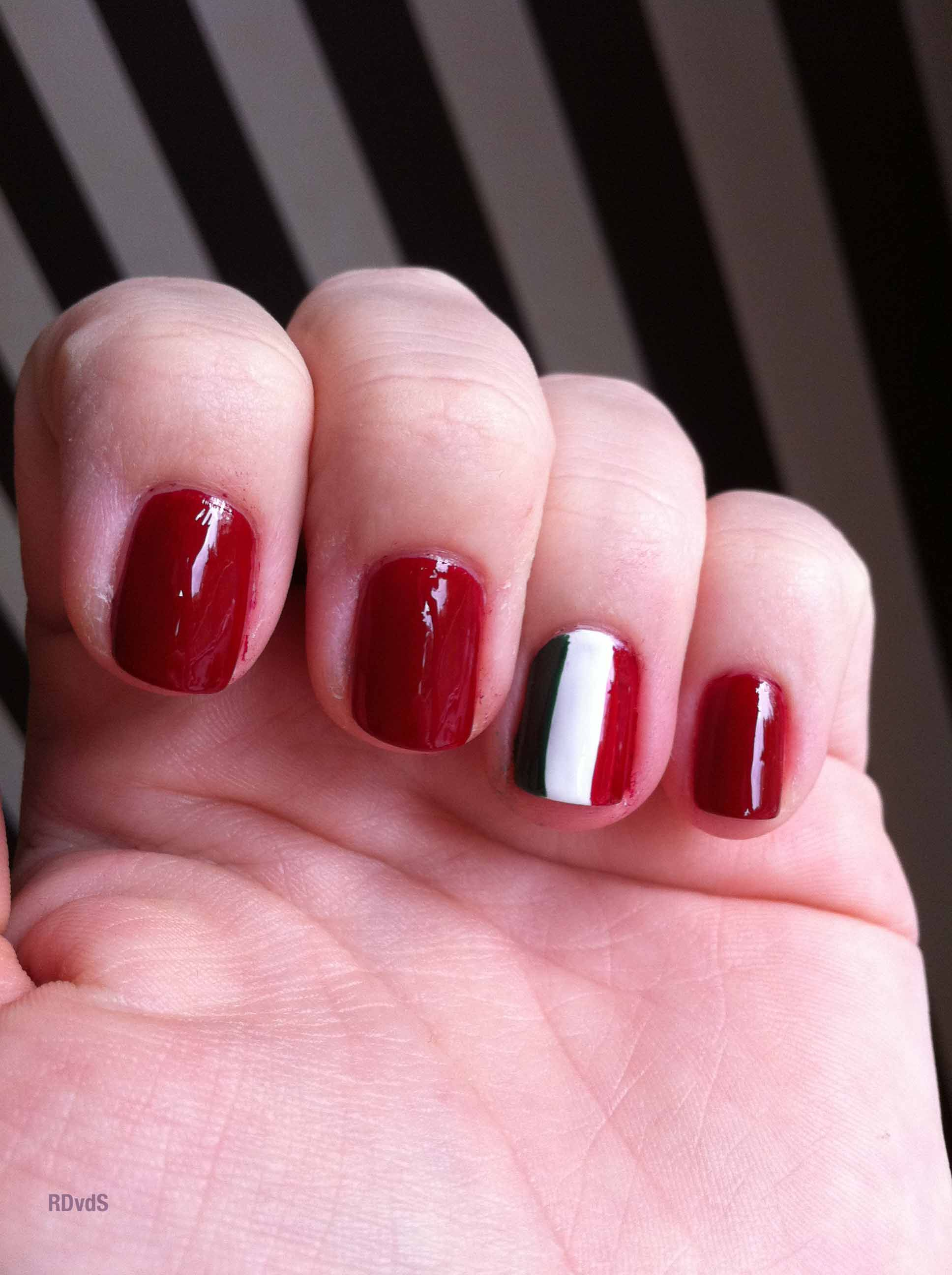 Italian flag nail-art | In Her Italy | Pinterest | Flag nails