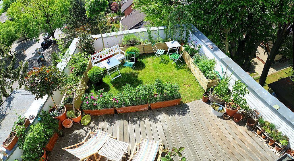30 Rooftop Garden Ideas 29 In 2020 Roof Garden Design Roof Garden Rooftop Garden