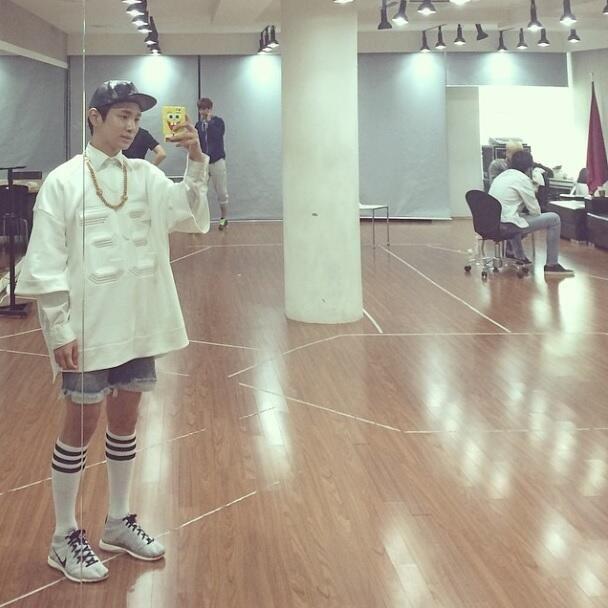 140523 Key's IG Update: practicing - and thanks for nike  ~ I see Minho & Jonghyun ~ Onew & Taemin??? #SHINee #민호 pic.twitter.com/jfrv2e5cev