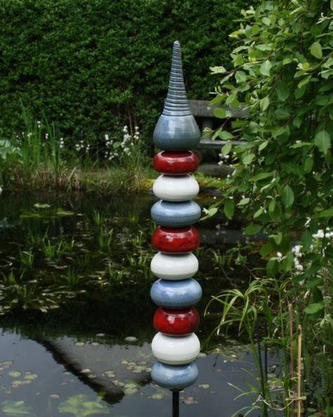 Gartenstelen aus frostfester Keramik - unsere Stelen erweitern den Garten auf ganz besonders schöne Art nach oben !