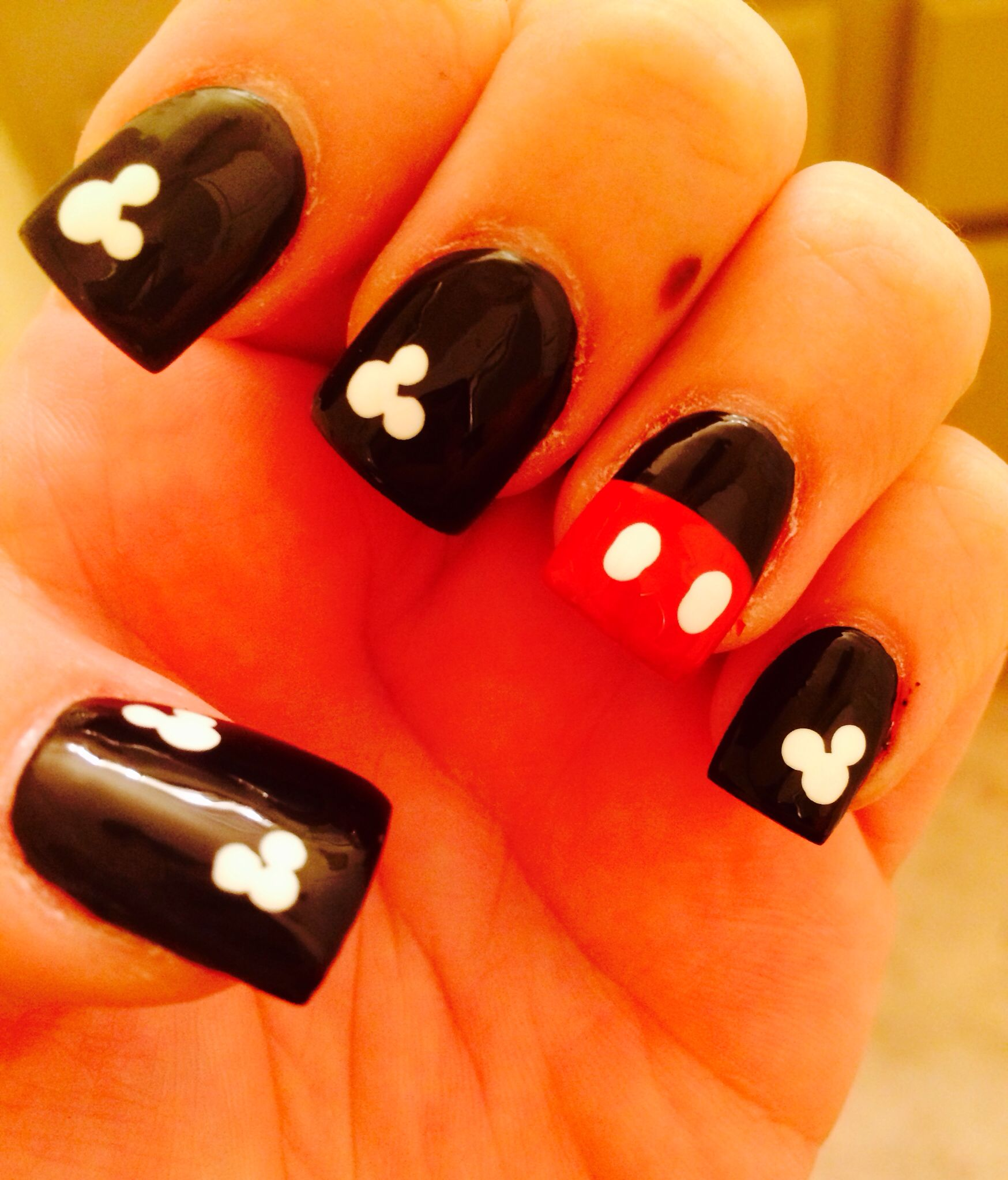 Mickey Mouse nail design | Finger glam | Pinterest | Diseños de uñas ...