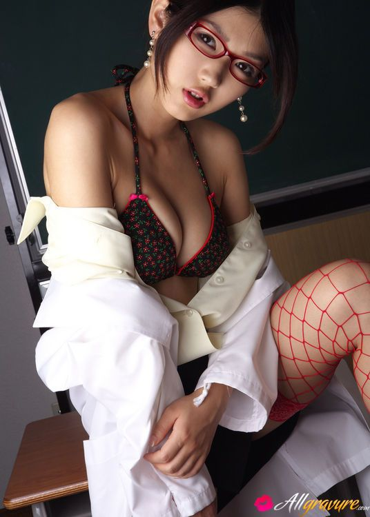 Asian milf in pantyhose and fishnet stockings