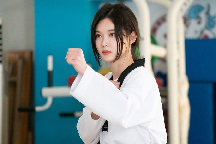 "Kim Yoo Jung Is Ready To Enact Her Own Form Of Justice In ""Backstreet Rookie"""