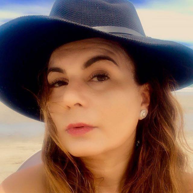 Reposting @heleparanhos: Ontem virou memória... Amanhã será um mistério.... Hoje é presente.... É por isso que chama-se presente!!!! Ótimo domingo presente a todos!!!! . . #sunday #sundayvibes #domingo #present #grateful #thanksgod #me#chiqueésergrato💋