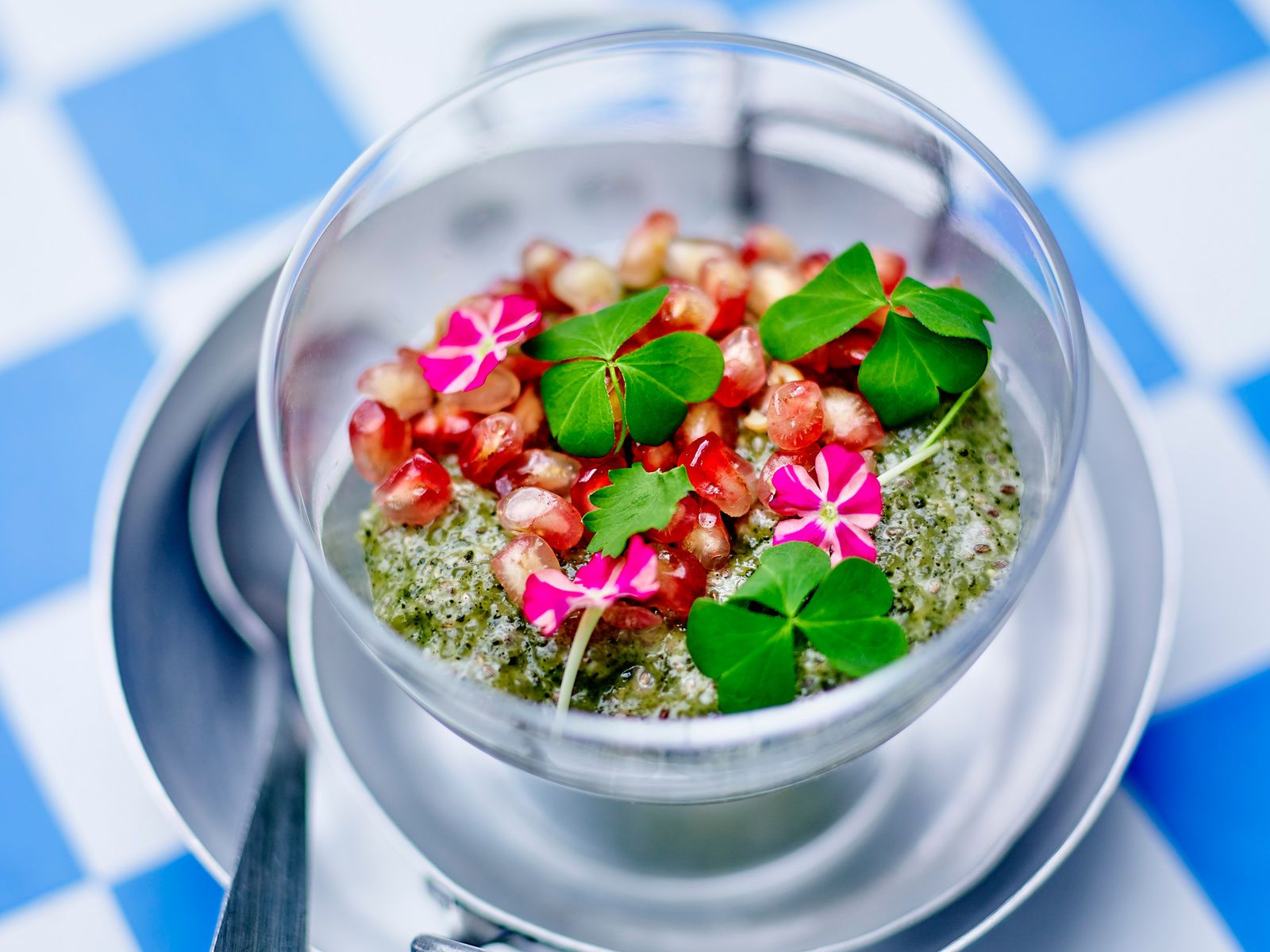 Découvrez la recette Verrine aux graines de chia et crème de coco sur cuisineactuelle.fr.