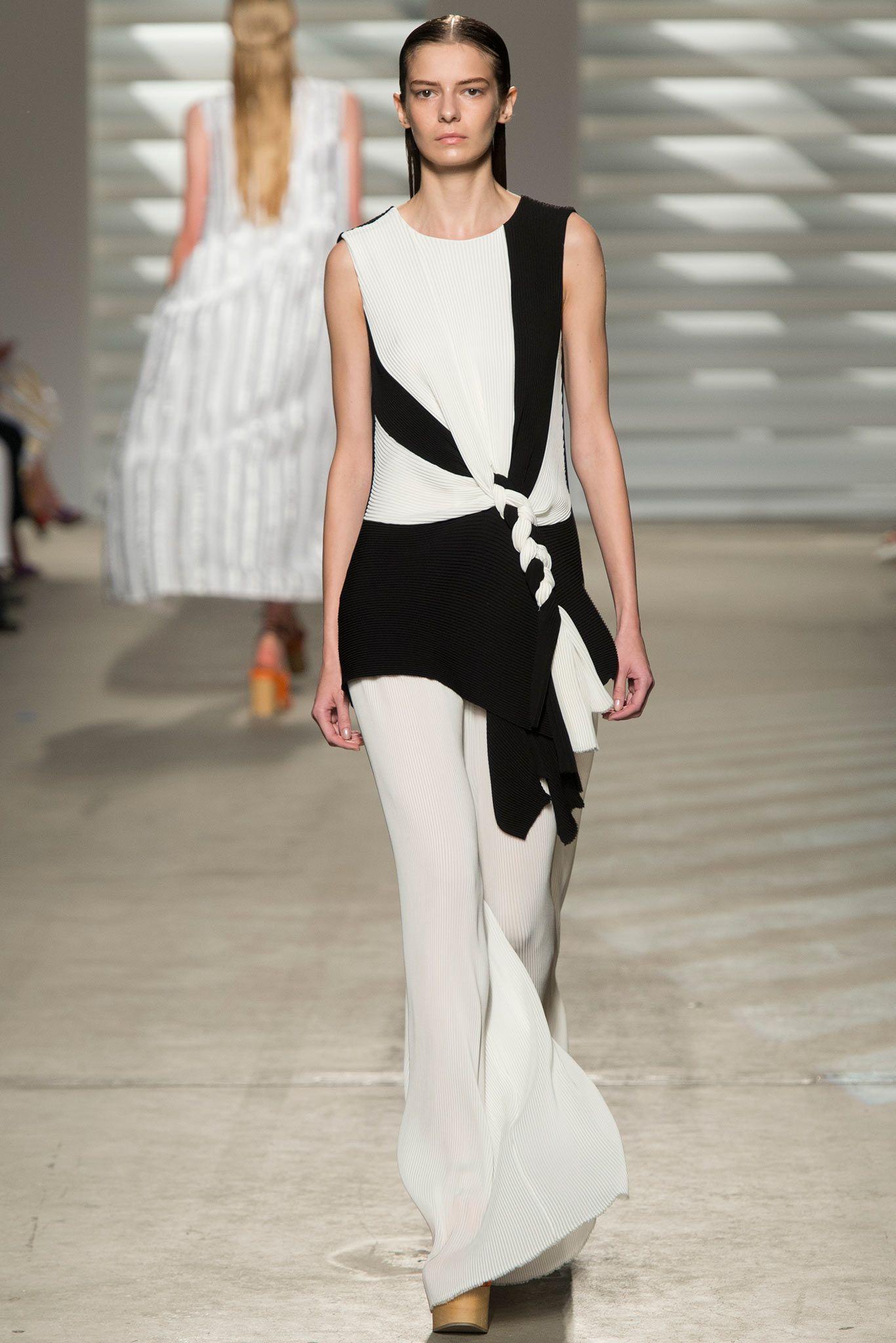 Watch Thakoon SpringSummer 2015 Collection – New York Fashion Week video