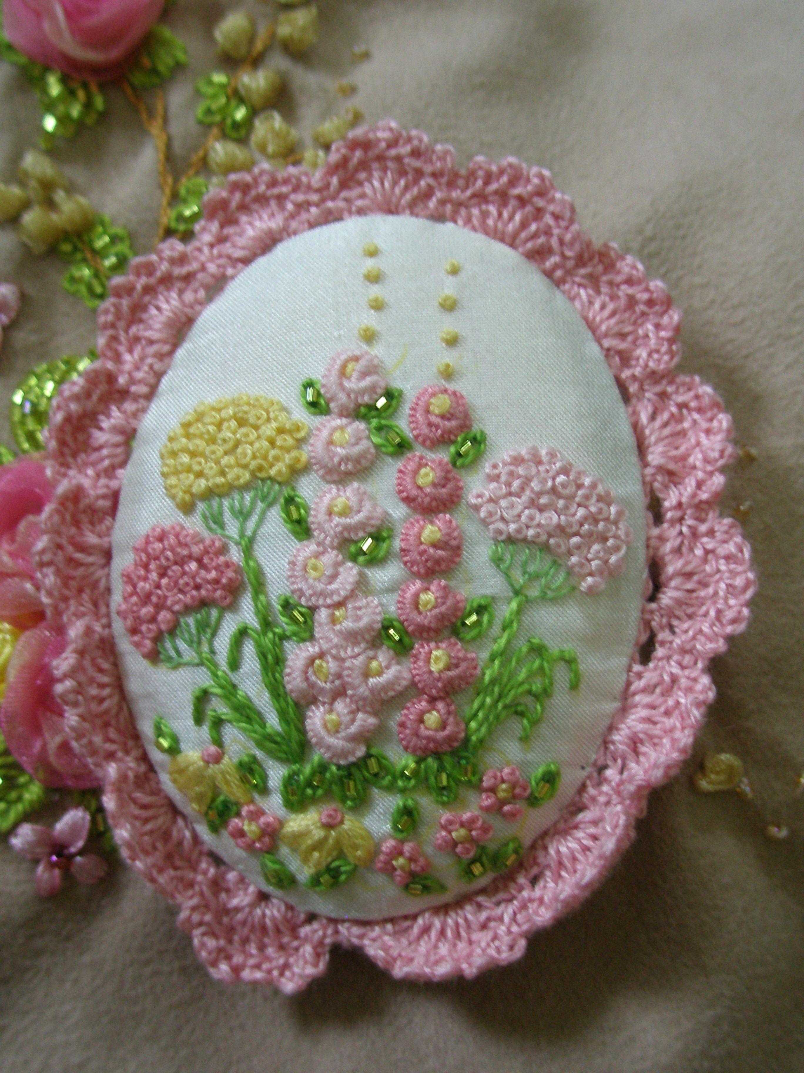 Hollyhock embroidery brooch from di van niekerk book by lia