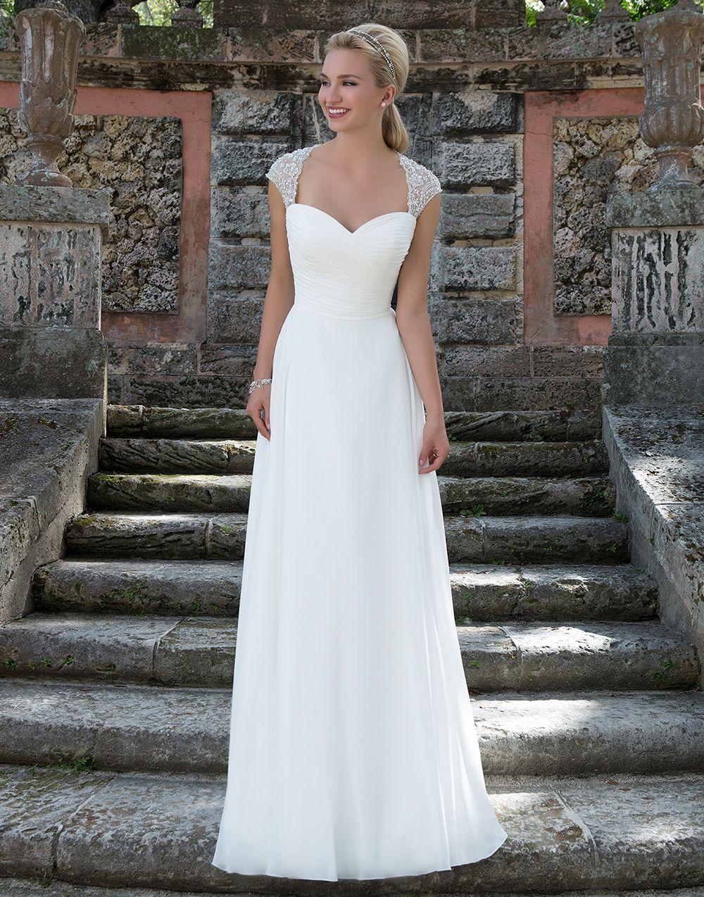 Wunderschönes schlichtes Brautkleid, mal kein Straßenfeger , gefällt ...