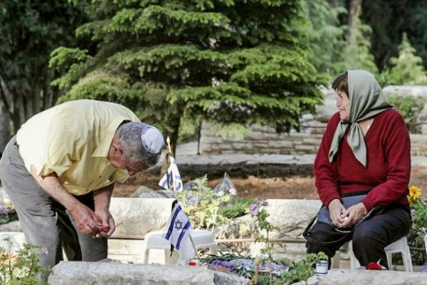 Israelis weep at the graveside of a family member.