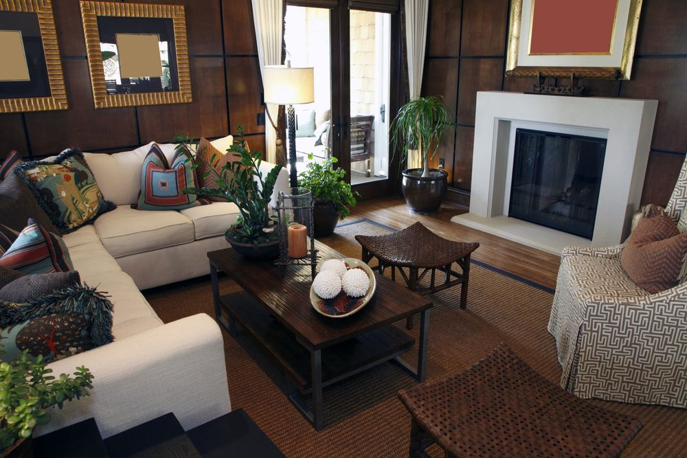 Cozy And Elegant Living Room With Fireplace.