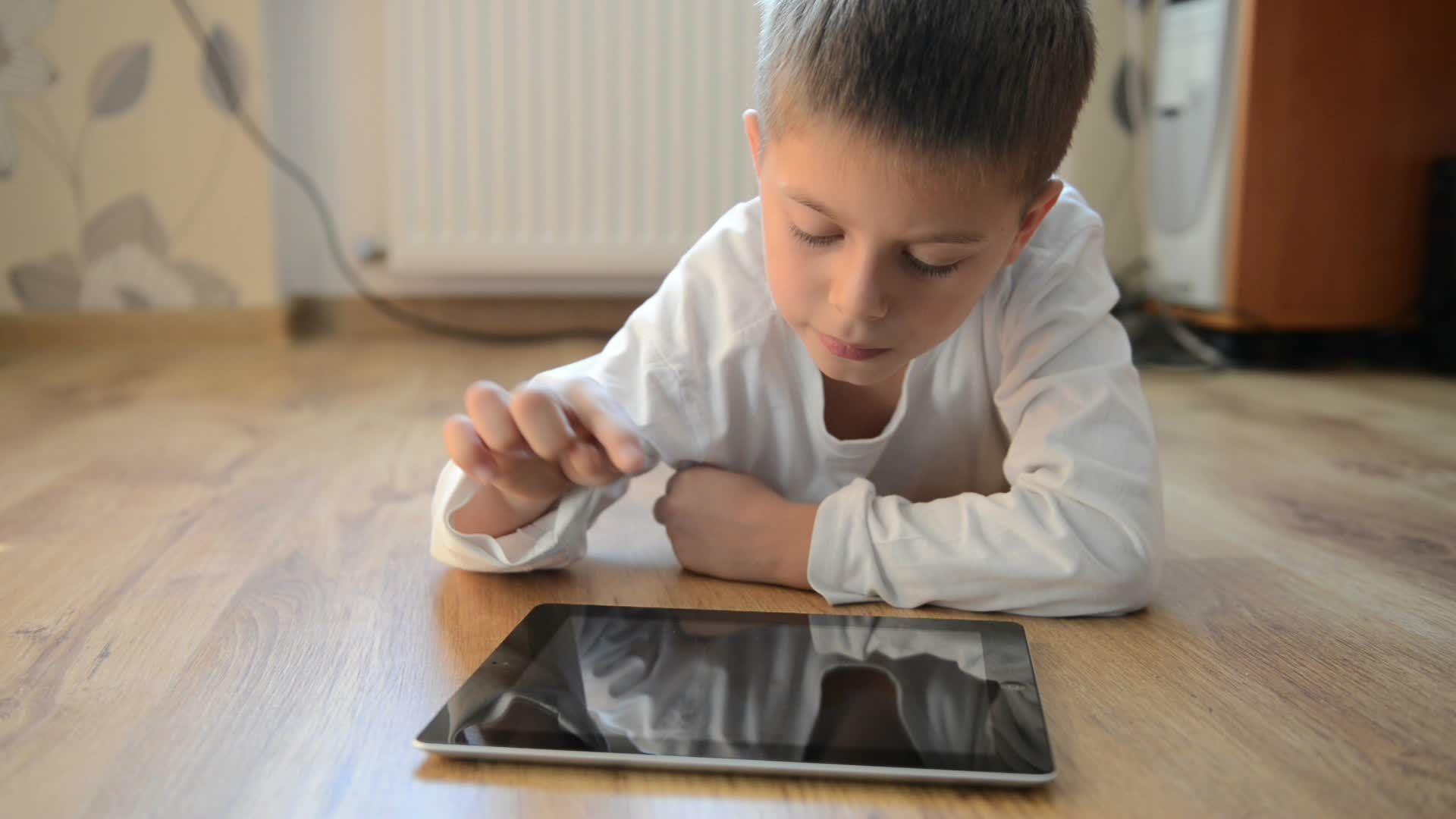 Usar tablet demais pode atrapalhar desenvolvimento de crianças pequenas - http://eleganteonline.com.br/usar-tablet-demais-pode-atrapalhar-desenvolvimento-de-criancas-pequenas/