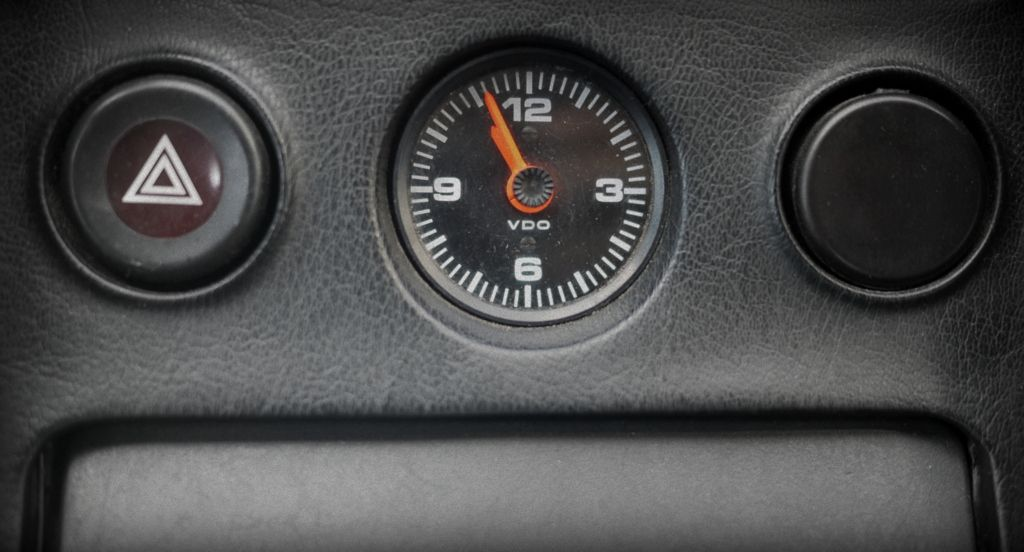 Porsche 928 dash clock  Keeping track of time #Analogue