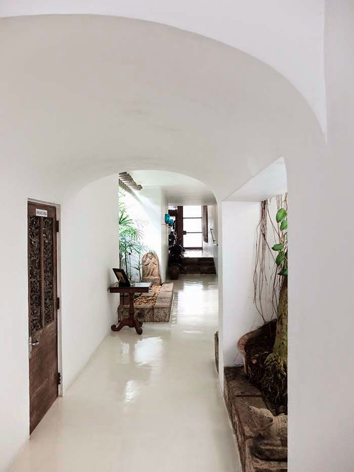 Arched hallways in home of architect geoffrey bawa sfgirlbybay sri lankan architecture house also pin by ren toner on east side design rh pinterest