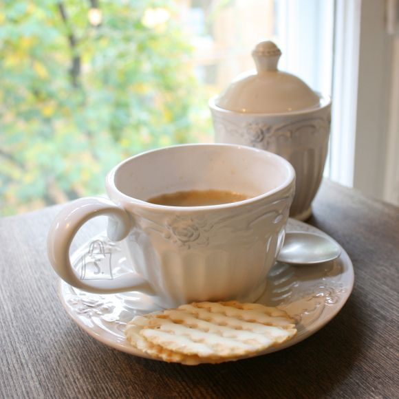 Kohvitass Roosi alustassiga