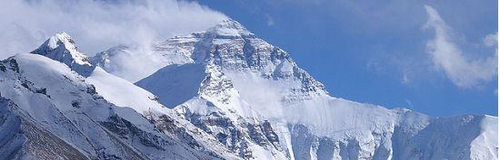 Mount Everest (Nepalees: सगरमाथा, Sagarmatha, Tibetaans: ཇོ་མོ་གླང་མ, Chomolungma, Qomolangma of Qomolungma, Standaardmandarijn: 珠穆朗玛峰, Zhūmùlǎngmǎ Fēng) is de hoogste berg ter wereld. De berg is 8848 of 8850 meter hoog en ligt in de Himalaya op de grens van Nepal en Tibet.