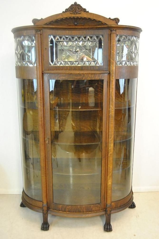 Attirant A Stunning Quartersawn Oak, Leaded And Beveled Glass China Cabinet.