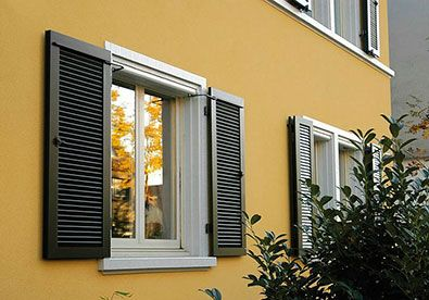 Klappladen Schiebeladen Fensterladen Stuttgart Elektrische Klappladen Aus Holz Aluminium Kunststoff Ehret Fachhandle Schiebeladen Fassade Haus Hausfarben