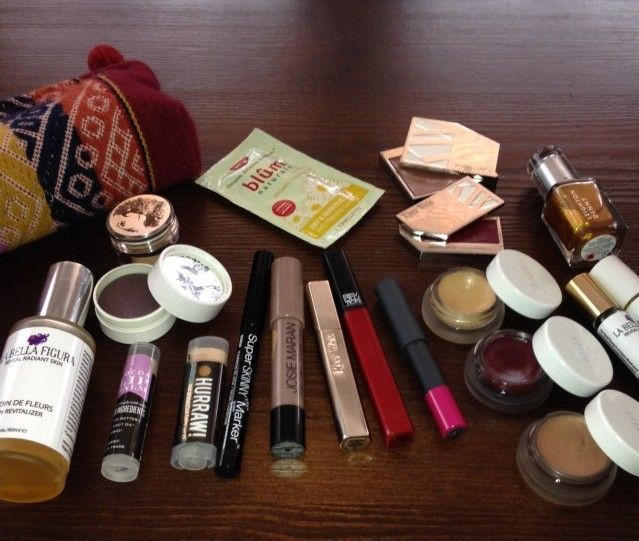 It's #MakeupMonday! Victoria from @La Bella Figura opens her daily bag for us, featuring @Kjaer Pedersen weis, @Rachel Hopkins beauty, @Josi Martinez maran, @s w basics and more!