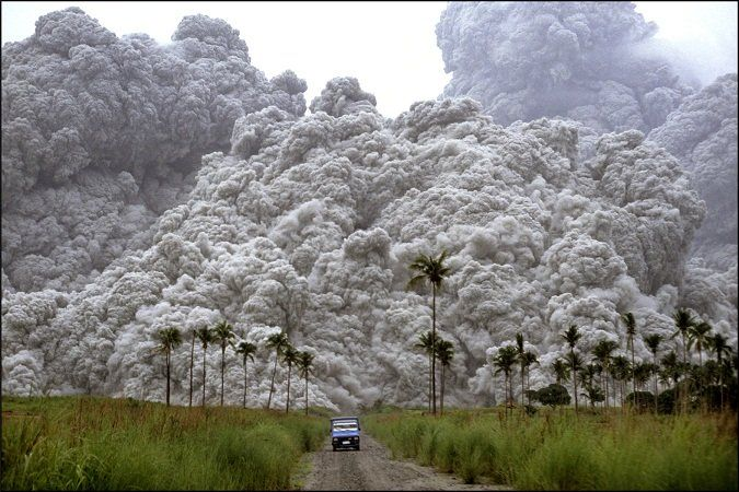 Pyroclastic flow from Mount Pinatubo (Phillipines) eruption ...