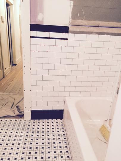 Merola Tile Spiral Black And White 12 1 2 In X 12 1 2 In X 6 Mm Porcelain Mosaic Tile 11 07 Sq Ft Case Fkomsp20 The Home Depot Subway Tile Design Bathroom Shower Walls Porcelain Mosaic Tile