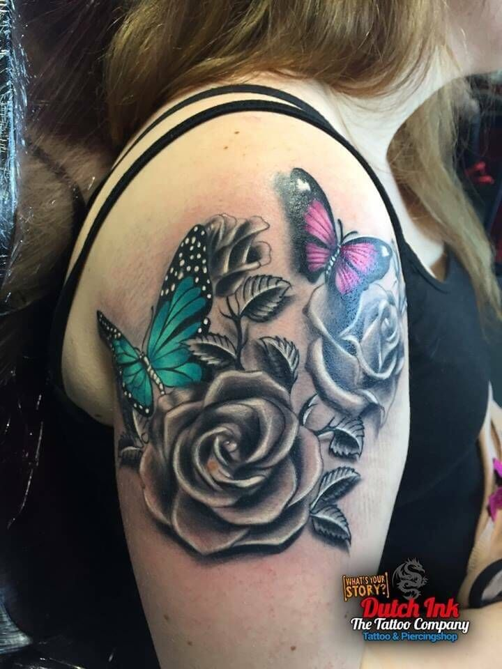 Bloemen En Vlinders Op Bovenarm Rose And Butterfly Tattoo Minimalist Tattoo Subtle Tattoos